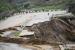 اعادة فتح الطرق في المناطق المنكوبة بالسيول في لرستان / صور