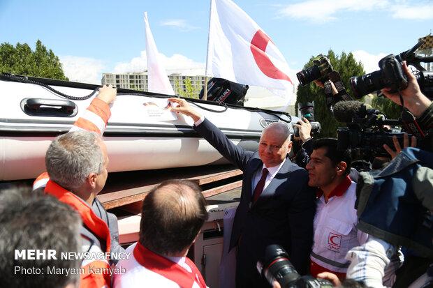 تحویل محموله صلیب سرخ آلمان برای سیل زدگان ایران
