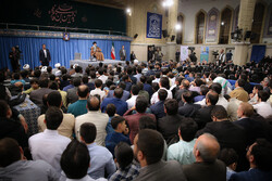 Leader receives IRGC personnel, their families