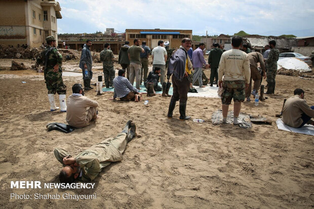 İran Silahlı Kuvvetleri sel bölgesinde