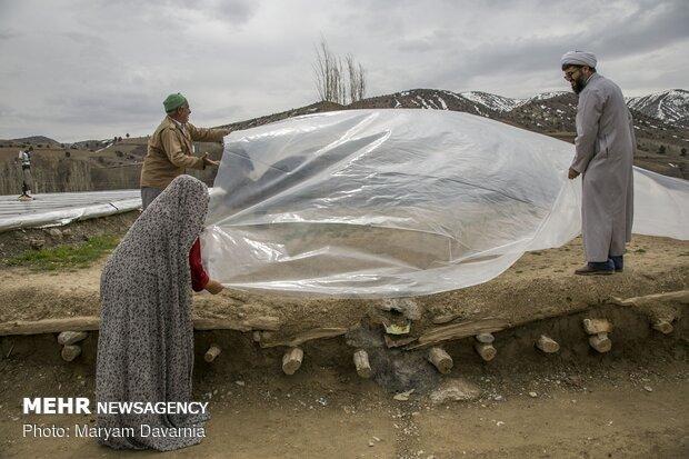 عیدی پاسداران به سیل زدگان خراسان شمالی در روز پاسدار