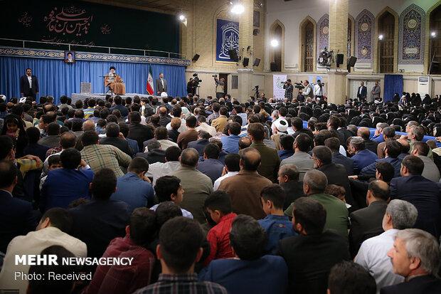 دیدار جمعی از پاسداران و خانوادههای آنان با رهبر انقلاب