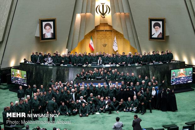النواب يرتدون البدلة الخضراء تضامنا مع الحرس الثوري