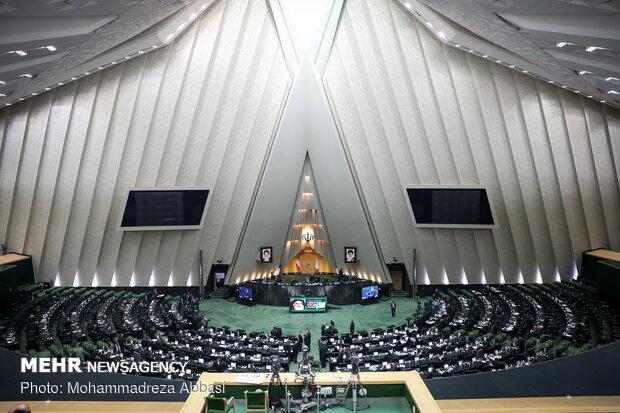البرلمان الإيراني يستجوب وزيري الداخلية والصناعة