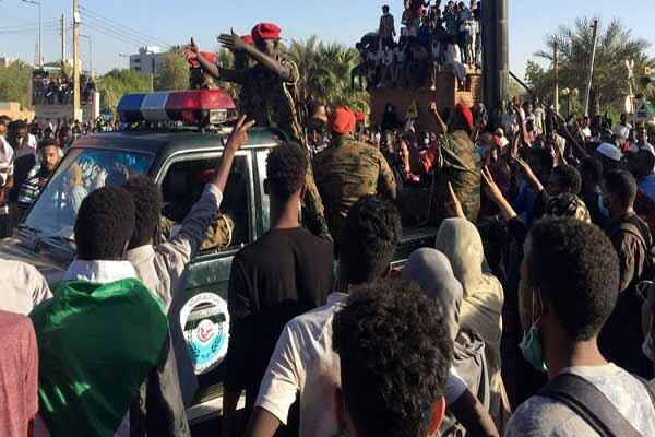 وفد من الجامعة العربية يصل إلى الخرطوم