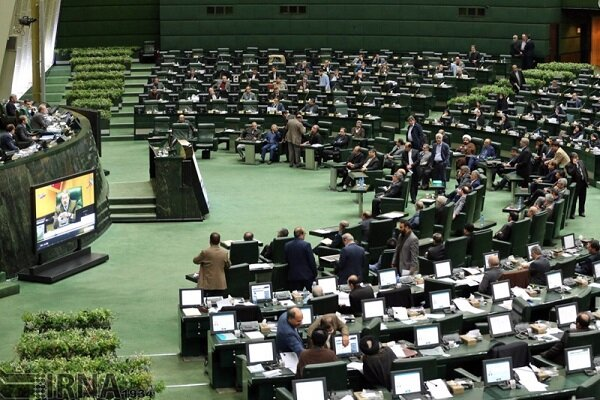 Parl. presiding board receives bill on protecting economy against US