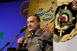 تروریست نامیدن سپاه یک حرکت سفیهانه بود /دشمن خط تفرقه را دنبال میکند