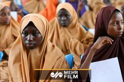 ادای احترام یک دیپلمات ایرانی به دختر مسلمان افریقایی