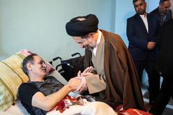 رہبر معظم انقلاب اسلامی کے نمائندوں نے جانبازوں کی عیادت کی