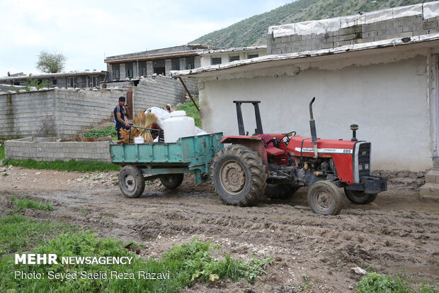 انتقال اهالی روستای « چم شیر » به مناطق امن