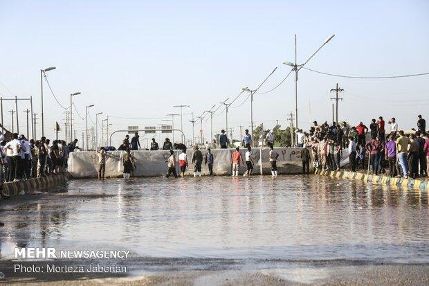 بازدیدهای شبانه وزیر کشور از مناطق سیل زده /غرق شدن میدان تره بار