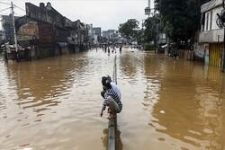 انڈونیشیا میں سیلاب اور لینڈ سلائیڈنگ سے کم ازکم 17 افراد ہلاک