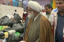 بازدید نماینده رهبر انقلاب از انبار جمعآوری کمکهای مردمی به سیلزدگان لرستان