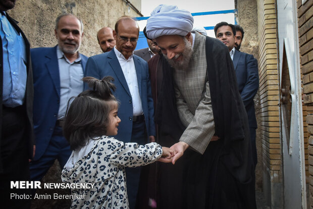 بازدید میدانی نماینده ولی فقیه در فارس از محله سعدی شیراز