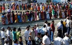 بھارت میں لوک سبھا کے دوسرے مرحلے  کے انتخابات میں ووٹنگ کا سلسلہ جاری