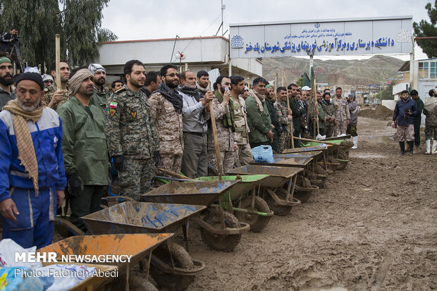 Rescue and relief teams in flood-hit Pol Dokhtar hold rally in support of IRGC