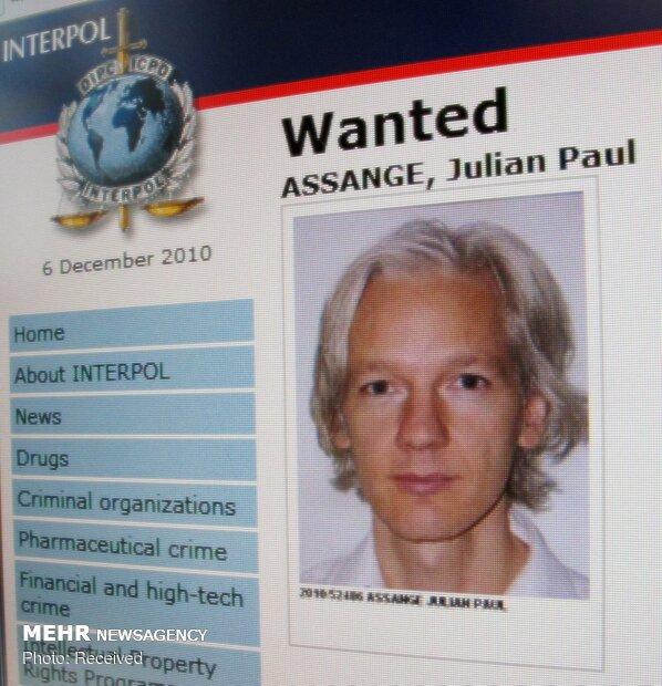 دستگیری جولیان آسانژ توسط پلیس لندن