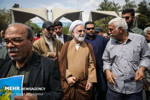 Tehranis march to protest at US' IRGC blacklisting