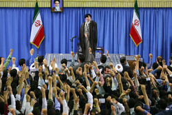 Leader of Islamic Revolution to receive a host of workers