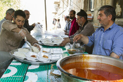 People are preparing food for the flood victims in the province of Lorestan
