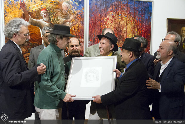 Artist donates Jamshid Mashayekhi's artwork to family