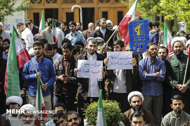 Students protest US' IRGC blacklisting in Tehran's seminary