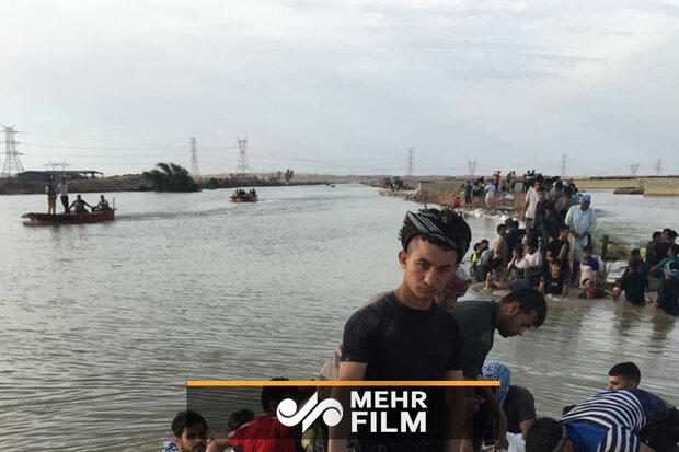 اہواز کے جوانوں نے سینہ سپر ہو کر سیلاب کا مقابلہ کیا