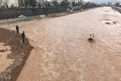 مشاوران کمیته امداد استان تهران به مناطق سیل زده لرستان اعزام شد