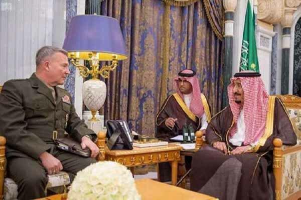 دیدار ملک سلمان با فرمانده ارشد آمریکایی در کاخ یمامه ریاض