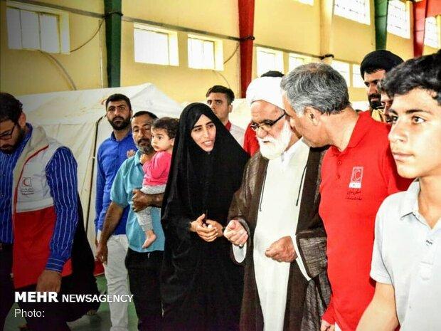 نماینده رهبر انقلاب در جمع سیل زدگان خوزستانی حضور یافت