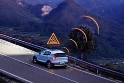 خودروهای ولوو جادههای لغزنده را به یکدیگر اطلاع میدهند