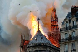 احتراق كاتدرائية نوتردام التاريخية في باريس /صور