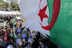 الآلاف يتظاهرون في العاصمة الجزائرية للجمعة الـ10 على التوالي