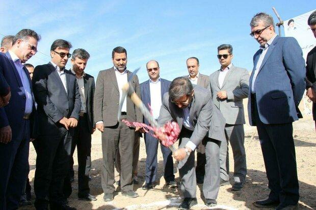پروژه احداث مخزن ۲۰۰۰ متر مکعبی شهرک فجر گرمسار کلنگزنی شد