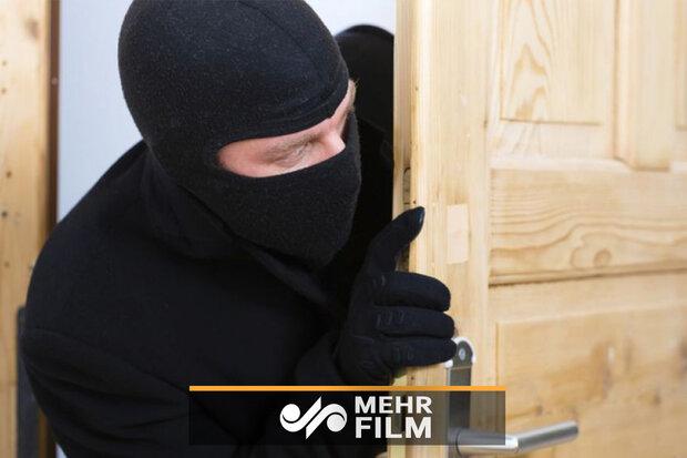 فیلمی از لحظه دزدی از خودپرداز با بیل مکانیکی