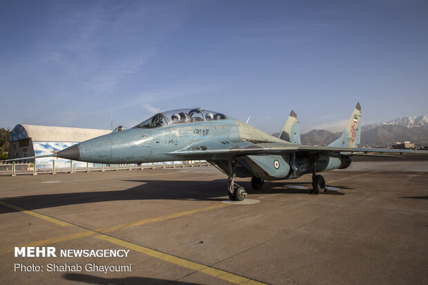 IRIAF fighter jets train for Army day's parade
