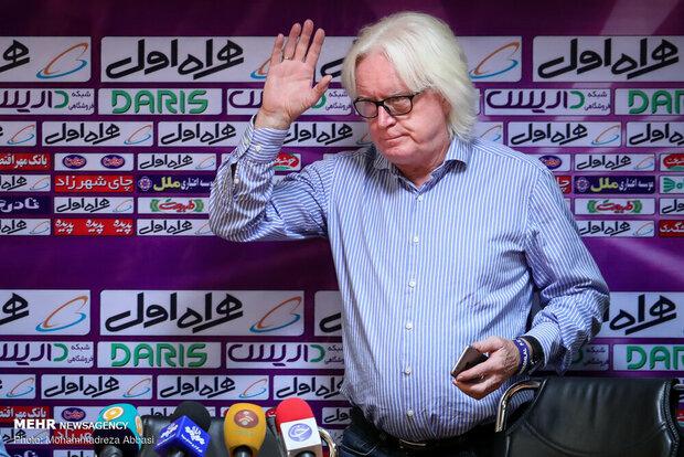 سرمربی سابق استقلال وارد ابوظبی شد
