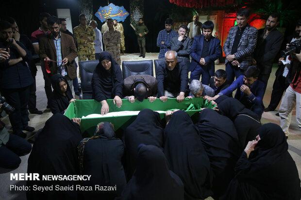 مراسم وداع با پیکر مطهر شهید مدافع حرم علیرضا اکبری
