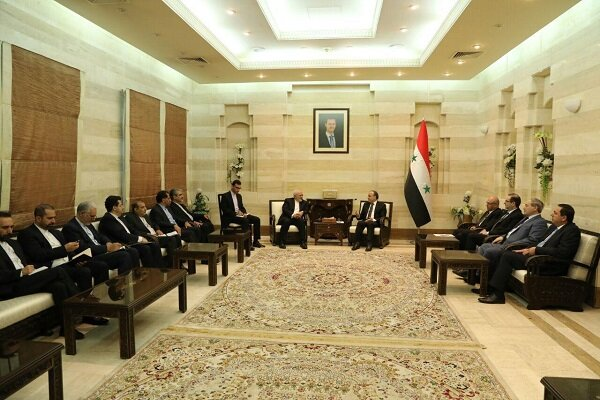 Zarif meets with Syrian PM, hails Syrian people for resistance against terrorism
