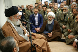 رہبر معظم انقلاب اسلامی سے فوج کے اعلی کمانڈروں کی ملاقات