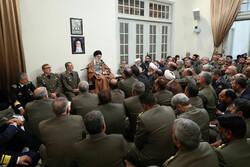 قائد الثورة الاسلامية يستقبل لفيفاً من قادة الجيش في عيدهم