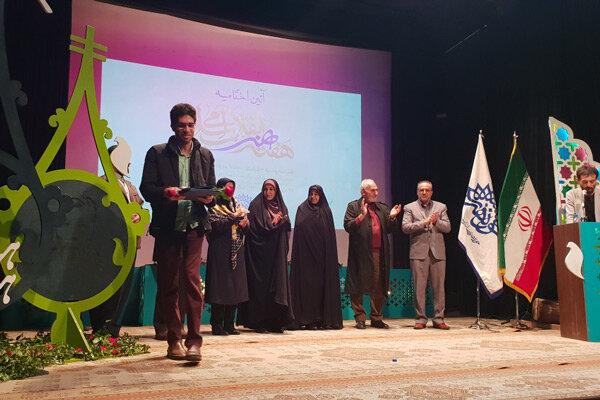 برگزیدگان هفته هنر انقلاب اسلامی در قزوین معرفی شدند