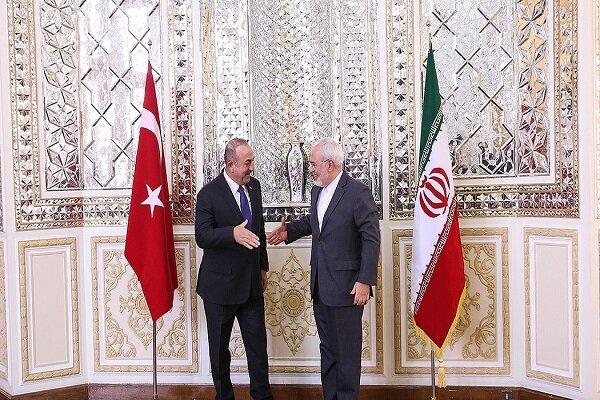ظريف يلتقي نظيره التركي في أنقرة