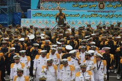 Army forces commence parade in Tehran