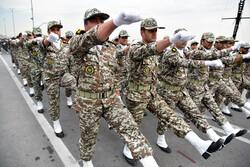 رژه نیروهای مسلح استان بوشهر در ساحل خلیج فارس برگزار شد