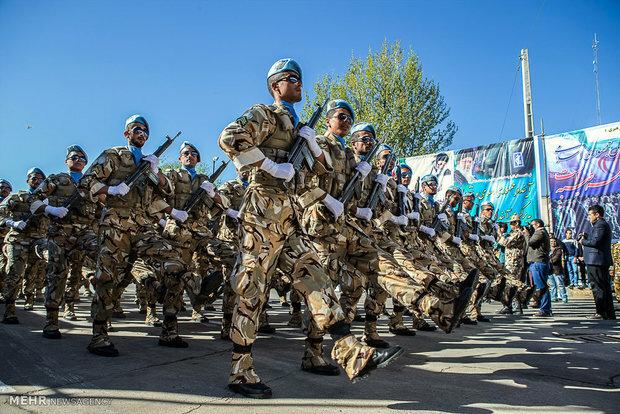 تہران میں مسلح افواج کے دن کی مناسبت سے فوجی پریڈ کا آغاز