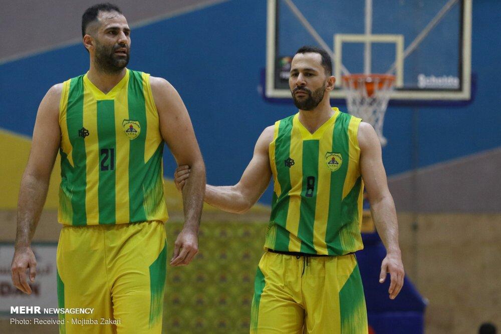 دیدار تیم های بسکتبال پتروشیمی و پالایش نفت آبادان