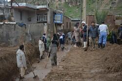 روستای «بابازید»  پلدختر همچنان مدفون در گل و لای