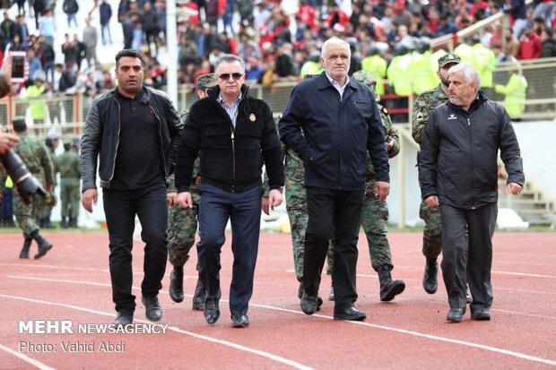 آقای تاج برو تا خیال فوتبال راحت شود/ وزیر فقط روبان پاره میکند!