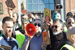 Danimarka'da Müslümanlardan kutsal kitaplara saygı yürüyüşü